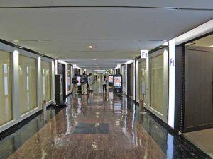 OMMビル廊下