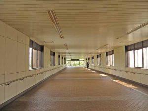 新幹線をまたぐ陸橋