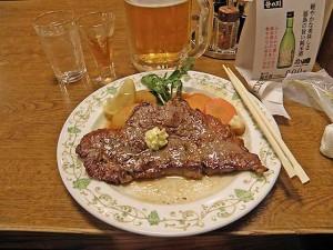牛のサーロインステーキ。