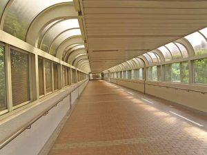 東芝ビルへの陸橋