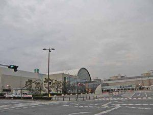 インテックス大阪玄関前。